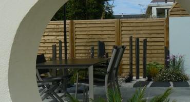 Contemplation d un jardin moderne guillerm fils for Entretien jardin queven